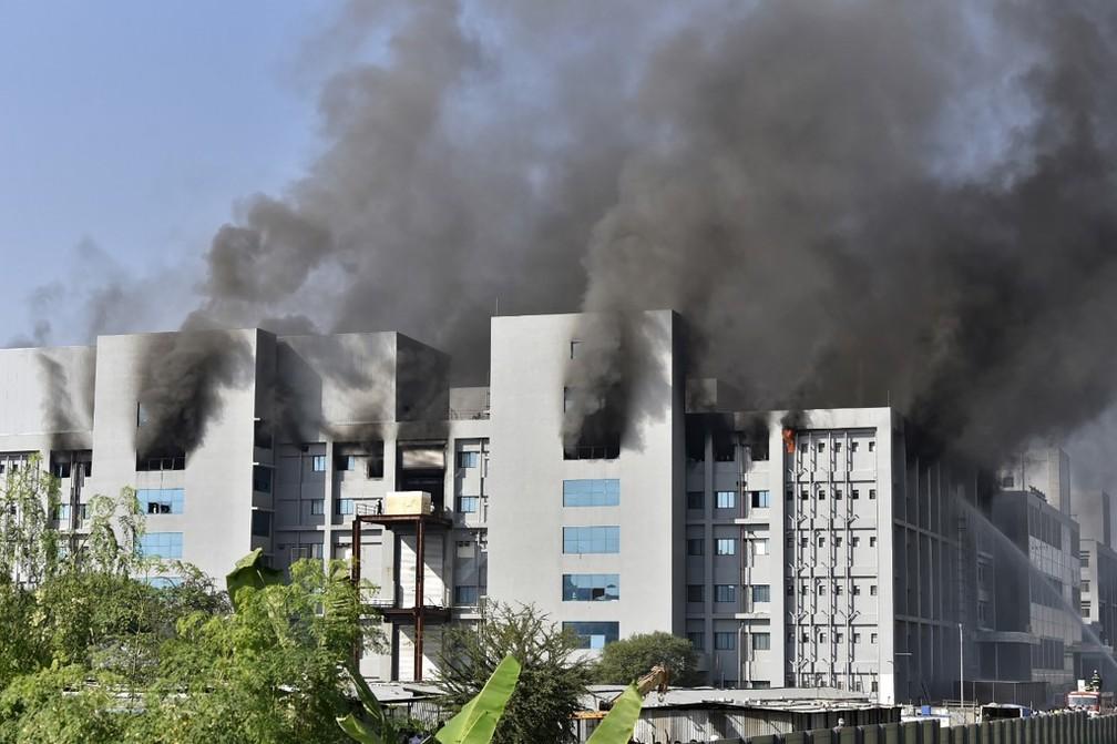 Incêndio atinge prédio do Instituto Serum, que fabrica vacinas contra Covid-19 na Índia, mas produção não é afetada 20