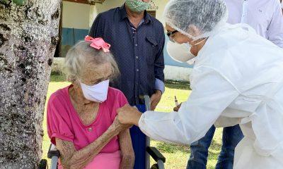 Idosa de 106 anos é a primeira a ser vacinada contra covid-19 em Itabela 35