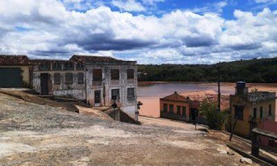 Itapebi; Carro desce a ladeira de ré cai no Rio Jequitinhonha deixa uma pessoa morta e uma desaparecida 19