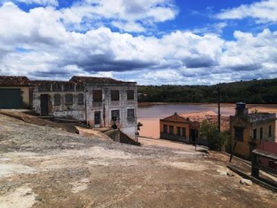 Itapebi; Carro desce a ladeira de ré cai no Rio Jequitinhonha deixa uma pessoa morta e uma desaparecida 18