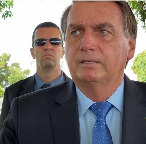 Bolsonaro diz lamentar 'gente passando necessidade', mas mantém fim de auxílio 16