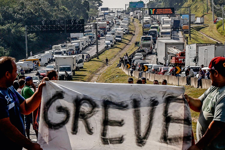 Apesar de apelo feito por Bolsonaro, sindicatos confirmam greve de caminhoneiros 18