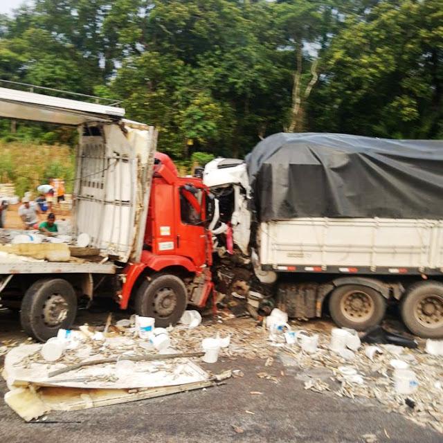 Itabela – Colisão frontal entre 2 caminhões deixa um morto e outro gravemente ferido 22