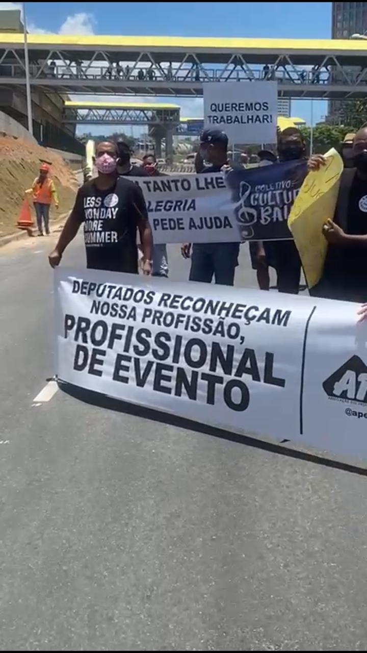 Manifestação é realizada por profissionais do entretenimento de Salvador, que estão sem trabalhar desde o início da pandemia. 23