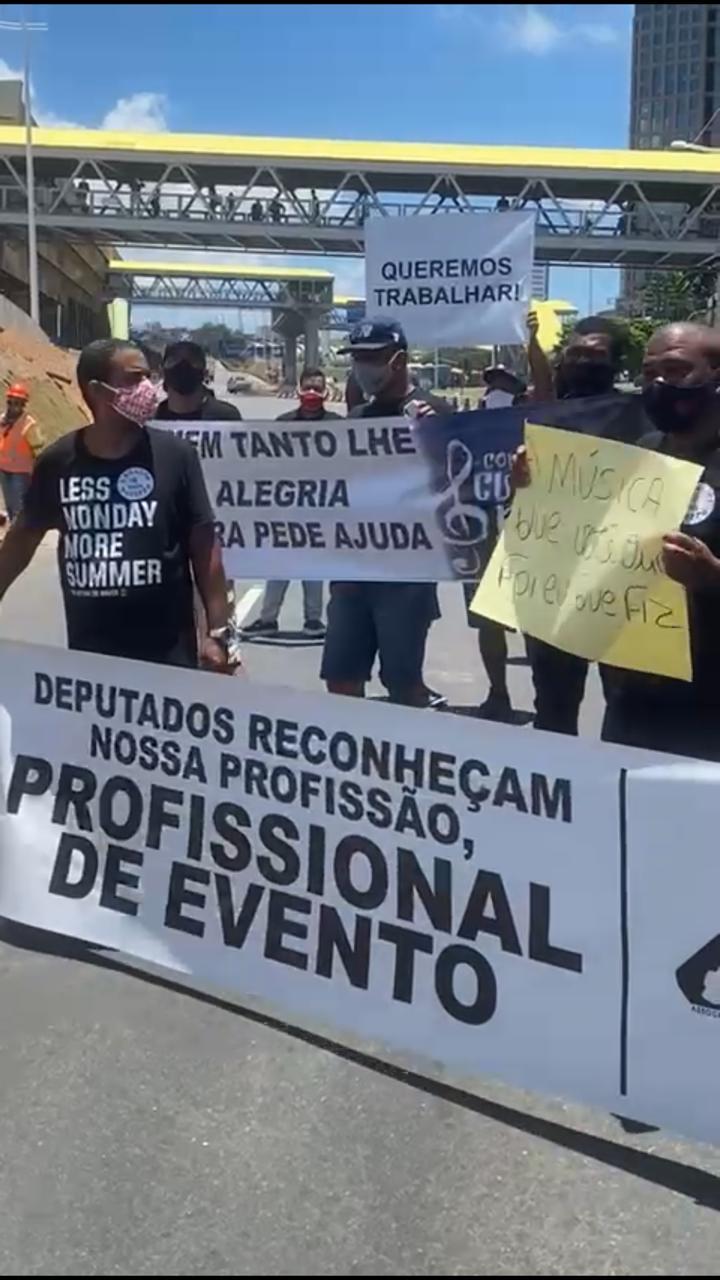 Manifestação é realizada por profissionais do entretenimento de Salvador, que estão sem trabalhar desde o início da pandemia. 19