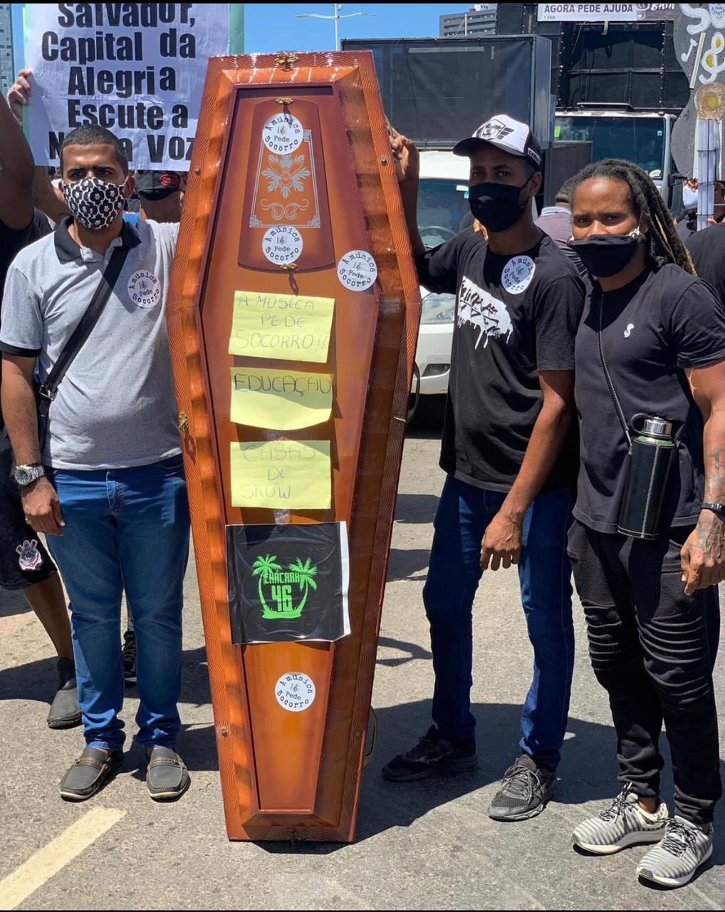 Manifestação é realizada por profissionais do entretenimento de Salvador, que estão sem trabalhar desde o início da pandemia. 27