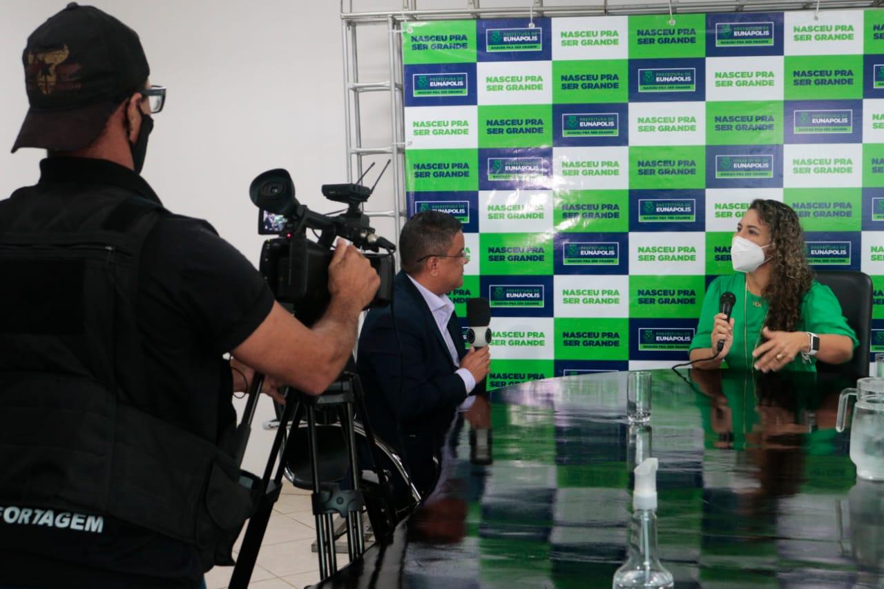 Prefeita de Eunápolis é entrevistada pela TV Cabrália (Record) 22