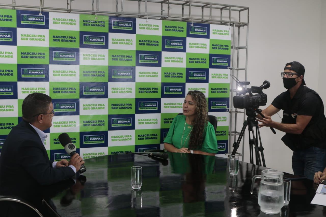 Prefeita de Eunápolis é entrevistada pela TV Cabrália (Record) 23