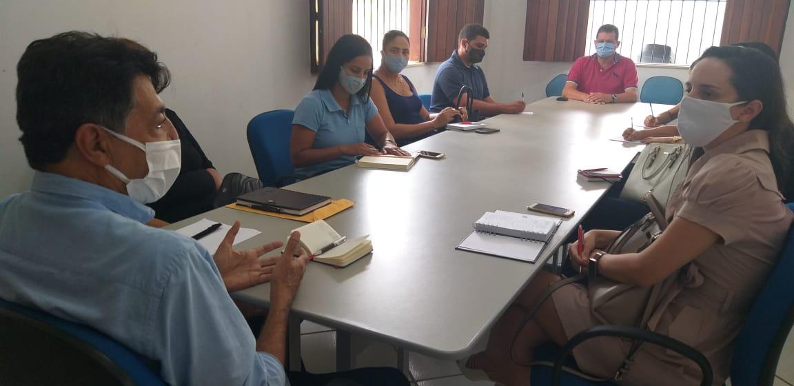 Prefeitura e Defensoria Pública mantêm entendimentos quanto a destinação dos resíduos sólidos, em Eunápolis 20