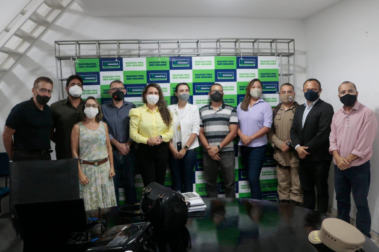 Prefeitura, autoridades e sociedade civil organizada de Eunápolis discutem combate à Covid-19 21