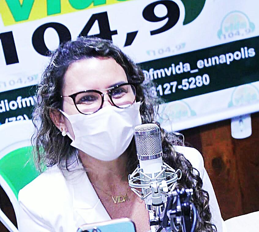 Prefeita de Eunápolis concede entrevista à Rádio 104 FM (Vida) 18