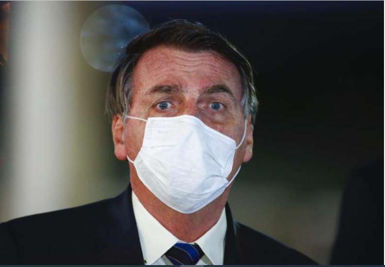 """Sem evidências, Bolsonaro diz que usar máscara causa """"dor de cabeça"""" 18"""