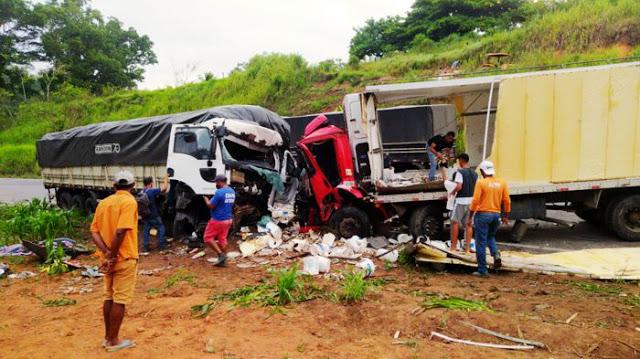 Itabela – Colisão frontal entre 2 caminhões deixa um morto e outro gravemente ferido 24