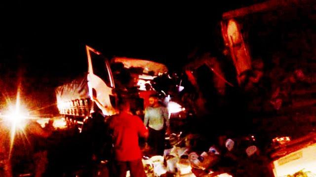 Itabela – Colisão frontal entre 2 caminhões deixa um morto e outro gravemente ferido 23