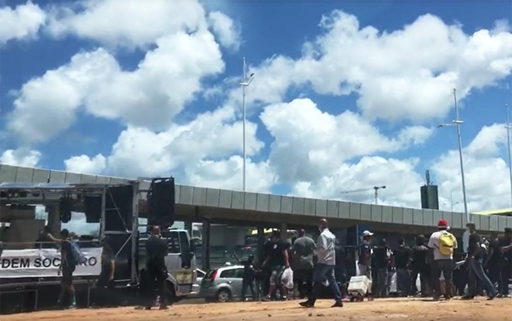 Manifestação é realizada por profissionais do entretenimento de Salvador, que estão sem trabalhar desde o início da pandemia. 18