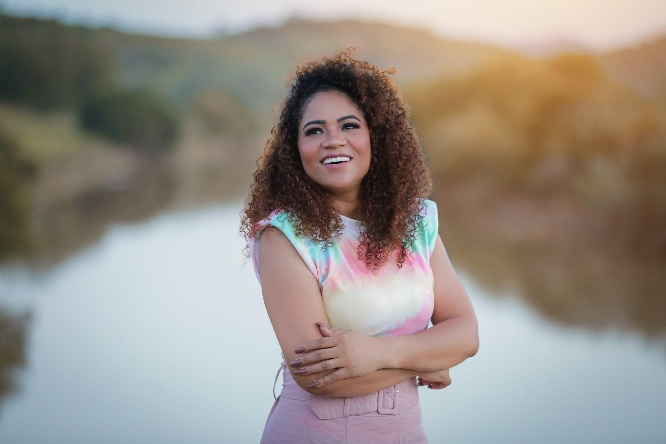 """Cassy Oliveira apresenta o single """"Que Diremos Nós"""" pela Central Gospel Music 20"""