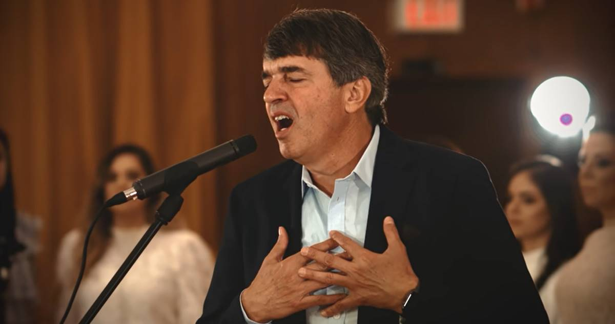 Pastor Alexandre Silva comemora sucesso do novo clipe 18