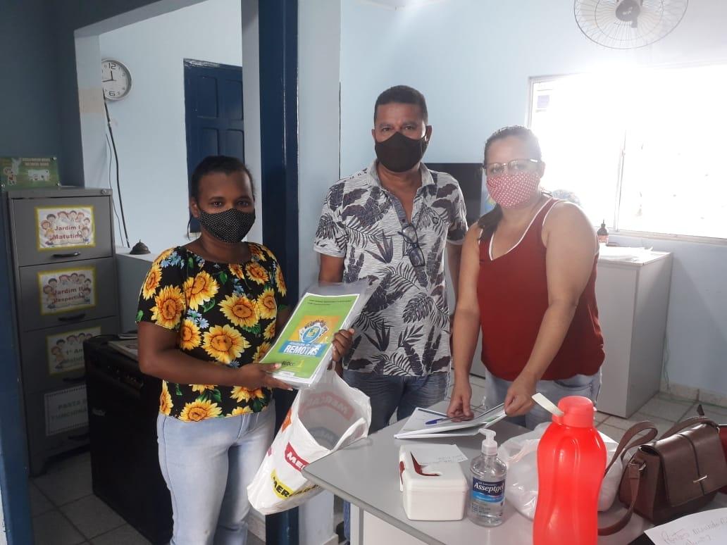 Atividades impressas começam a ser entregues aos alunos da rede municipal de ensino, em Eunápolis 24