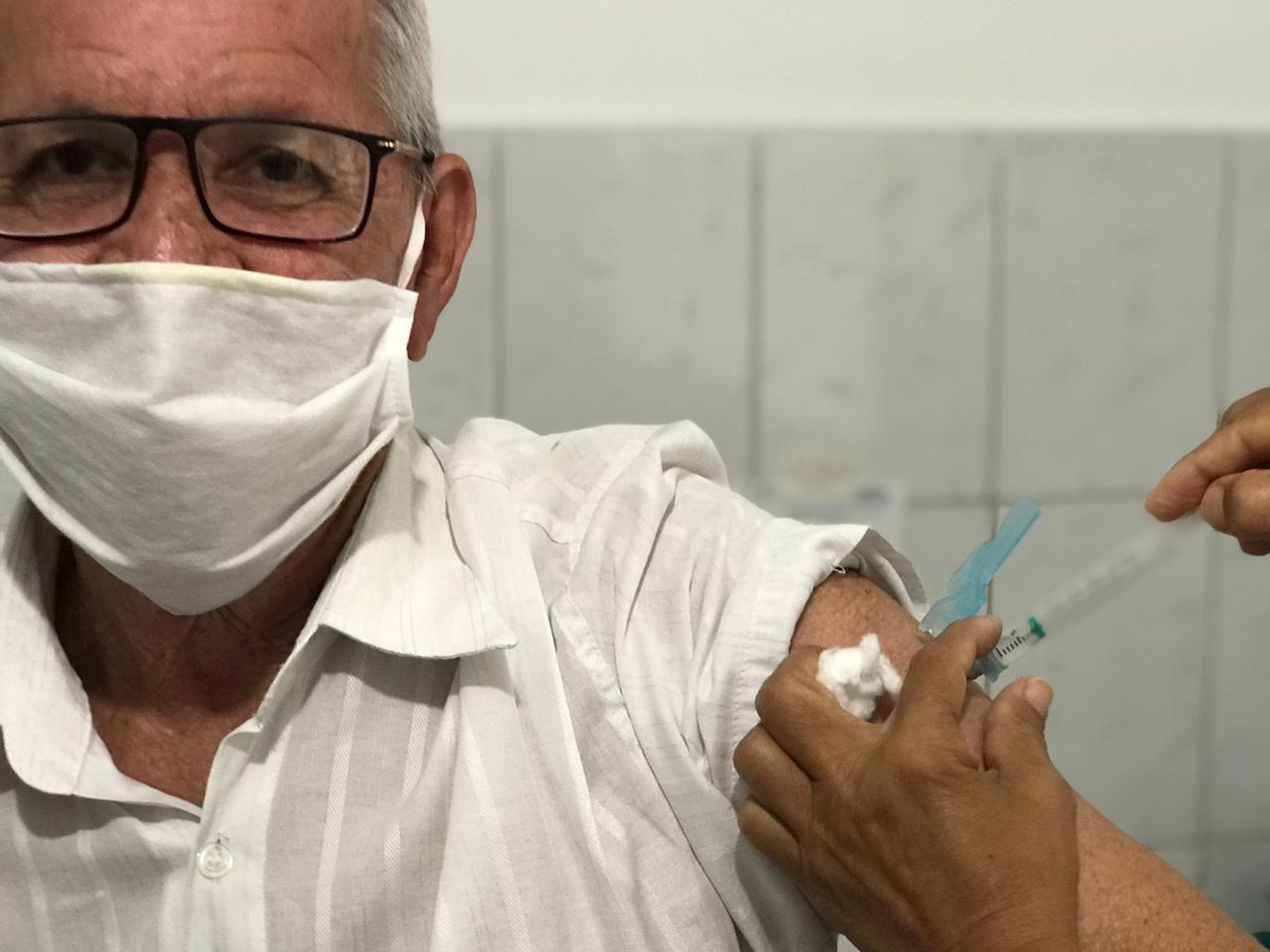 Idosos acima de 75 anos são vacinados neste sábado, 20, em Eunápolis 24
