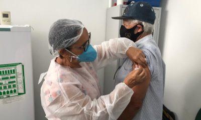 Idosos acima de 75 anos são vacinados neste sábado, 20, em Eunápolis 51