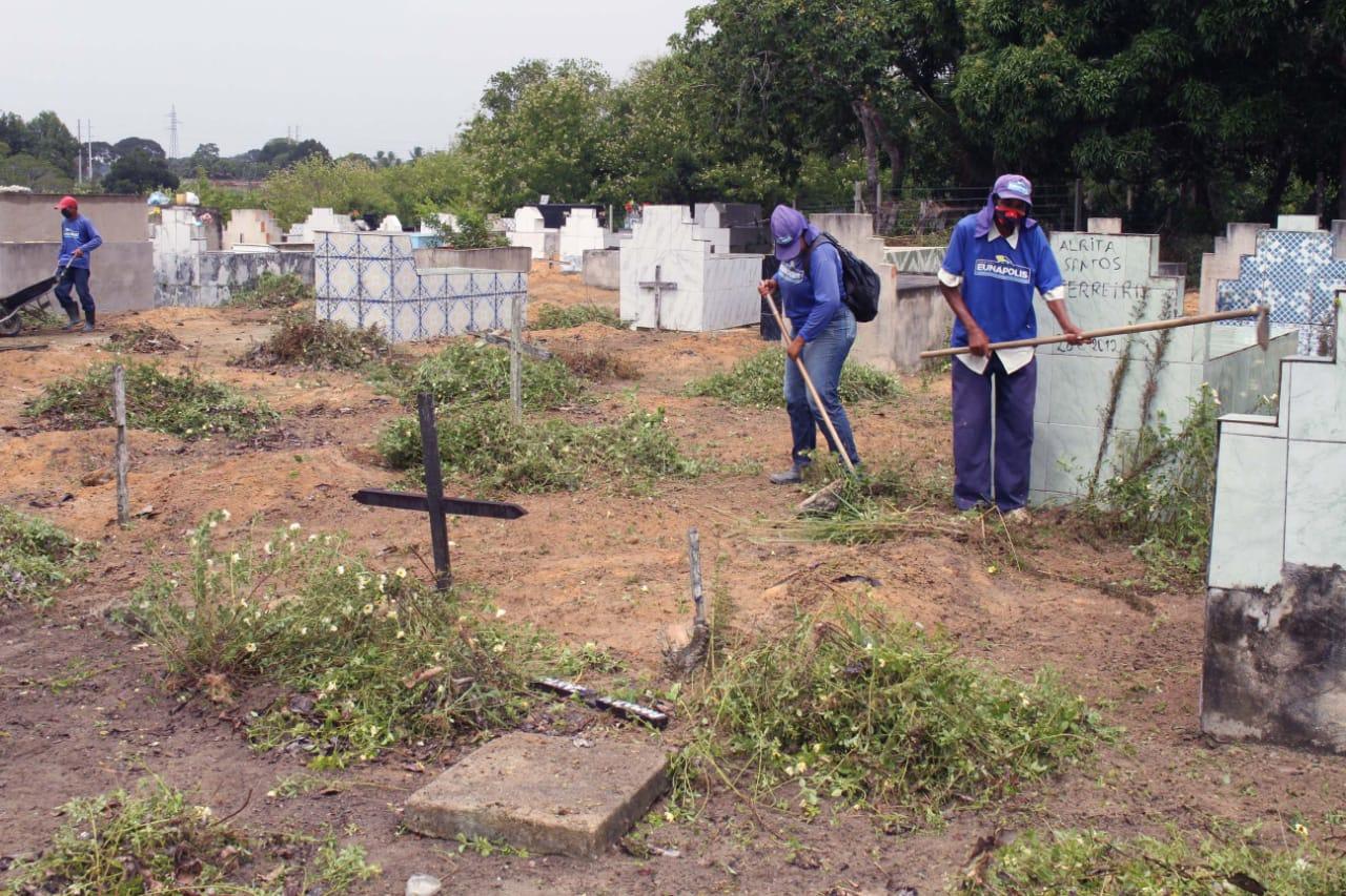 Prefeitura de Eunápolis inicia restauração Cemitério da Saudade, no Sapucaeira 27