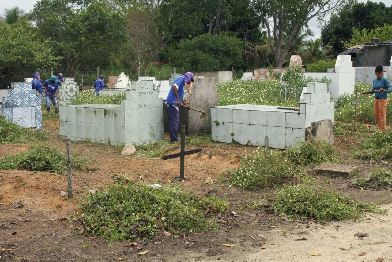 Prefeitura de Eunápolis inicia restauração Cemitério da Saudade, no Sapucaeira 32