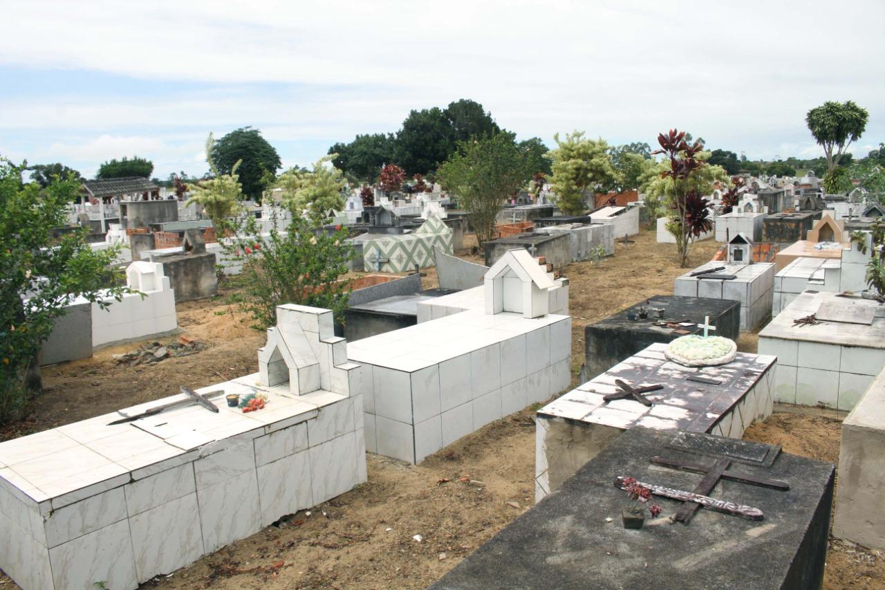 Prefeitura de Eunápolis inicia restauração Cemitério da Saudade, no Sapucaeira 33