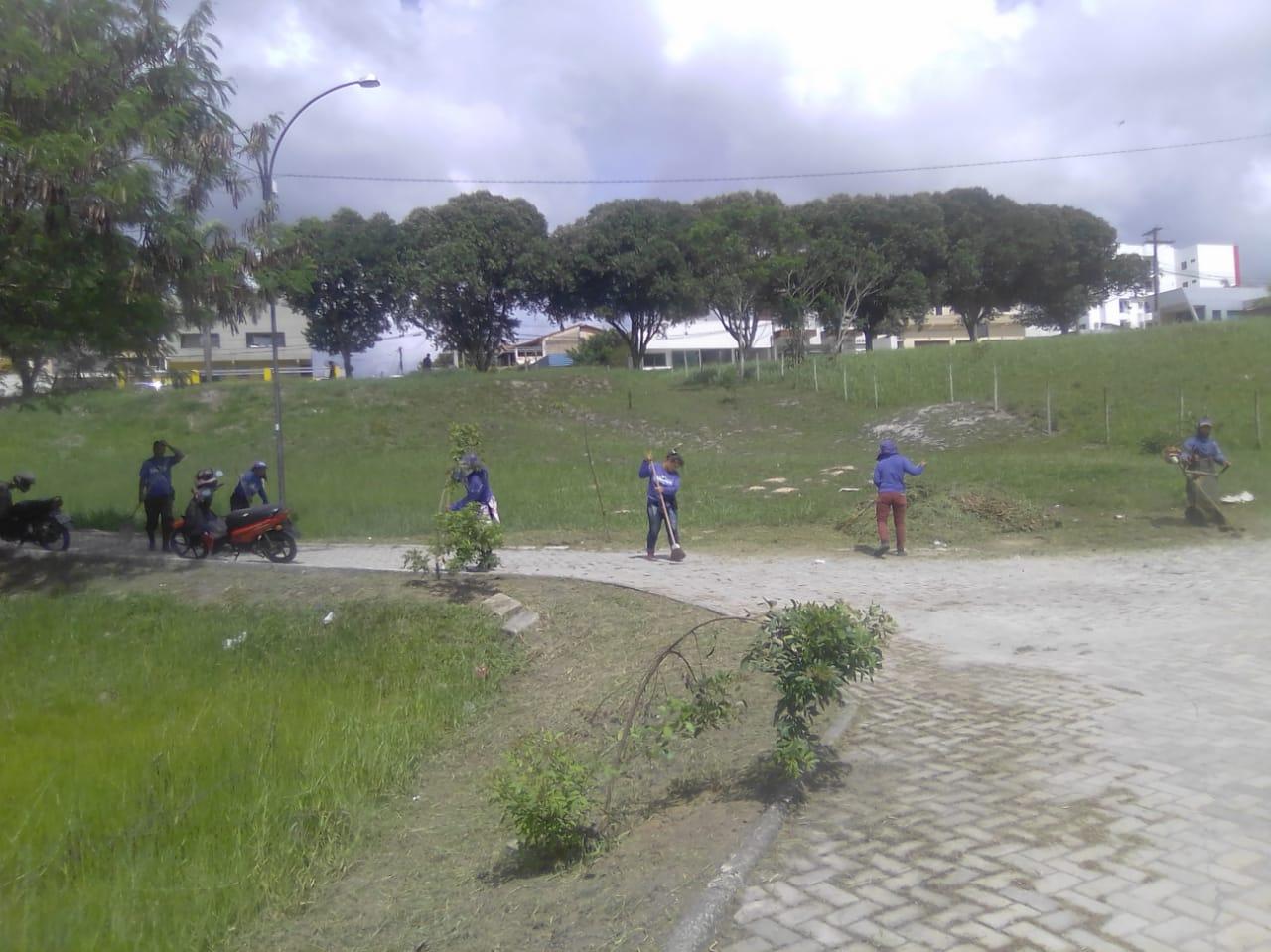 Começa a operação de limpeza na lagoa do Dinah Borges, em Eunápolis 24