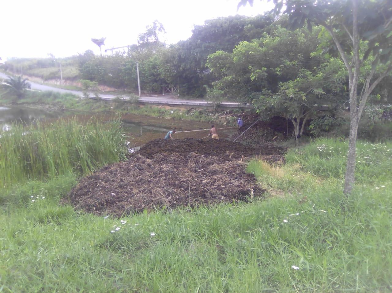 Começa a operação de limpeza na lagoa do Dinah Borges, em Eunápolis 23