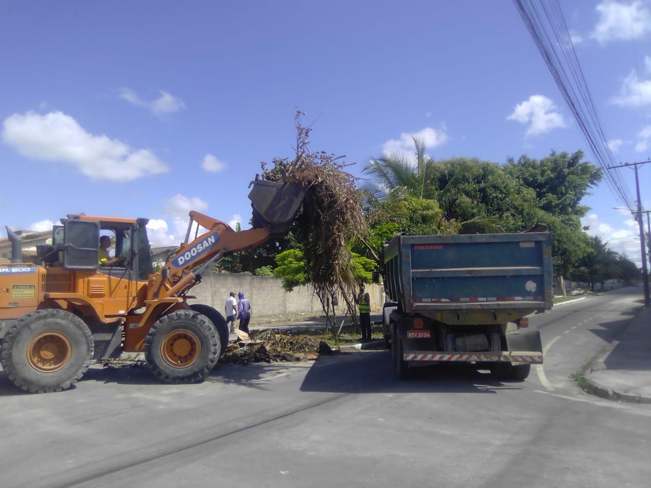 Eunápolis promove remoção de entulho e limpeza nos bairros Antares, Dinah Borges, Paquetá e Sapucaeira 26