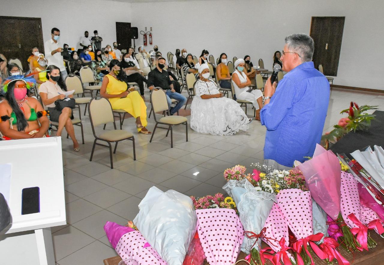 Em comemoração ao Dia Internacional da Mulher, o Prefeito Jânio Natal esteve presente na manhã desta segunda-feira 8 de março, em um café da manhã para homenagear as mulheres no Porto Seguro Eco Bahia. 26