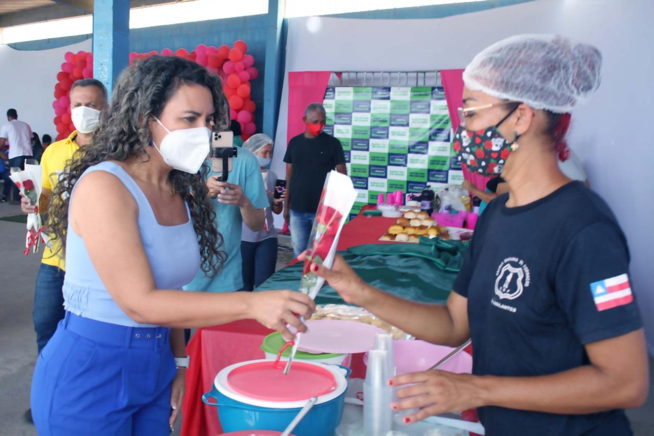 Agenda da prefeita de Eunápolis se encerra com entrega de diplomas para servidoras da Assistência Social 23