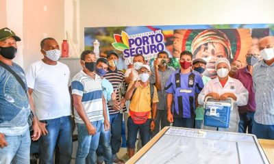 Coveiros são vacinados contra a COVID-19 em Porto Seguro 16