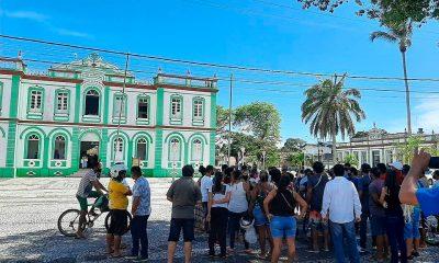 Contra decreto do Estado, comerciantes de Canavieiras abrem comércio e protestam 12