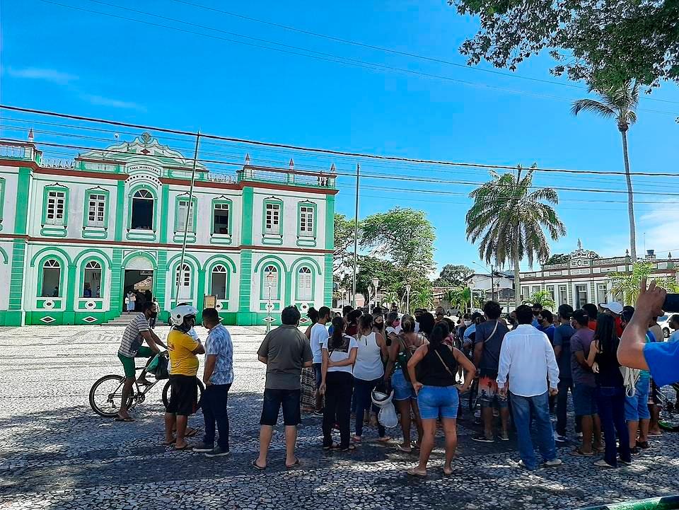 Contra decreto do Estado, comerciantes de Canavieiras abrem comércio e protestam 20