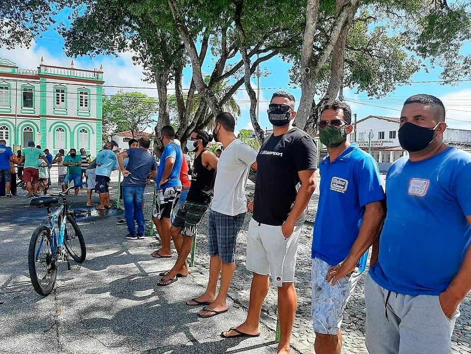 Contra decreto do Estado, comerciantes de Canavieiras abrem comércio e protestam 21