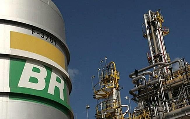 Petrobras anuncia reajuste nas refinarias de 4,8% na gasolina e 5% no diesel 16