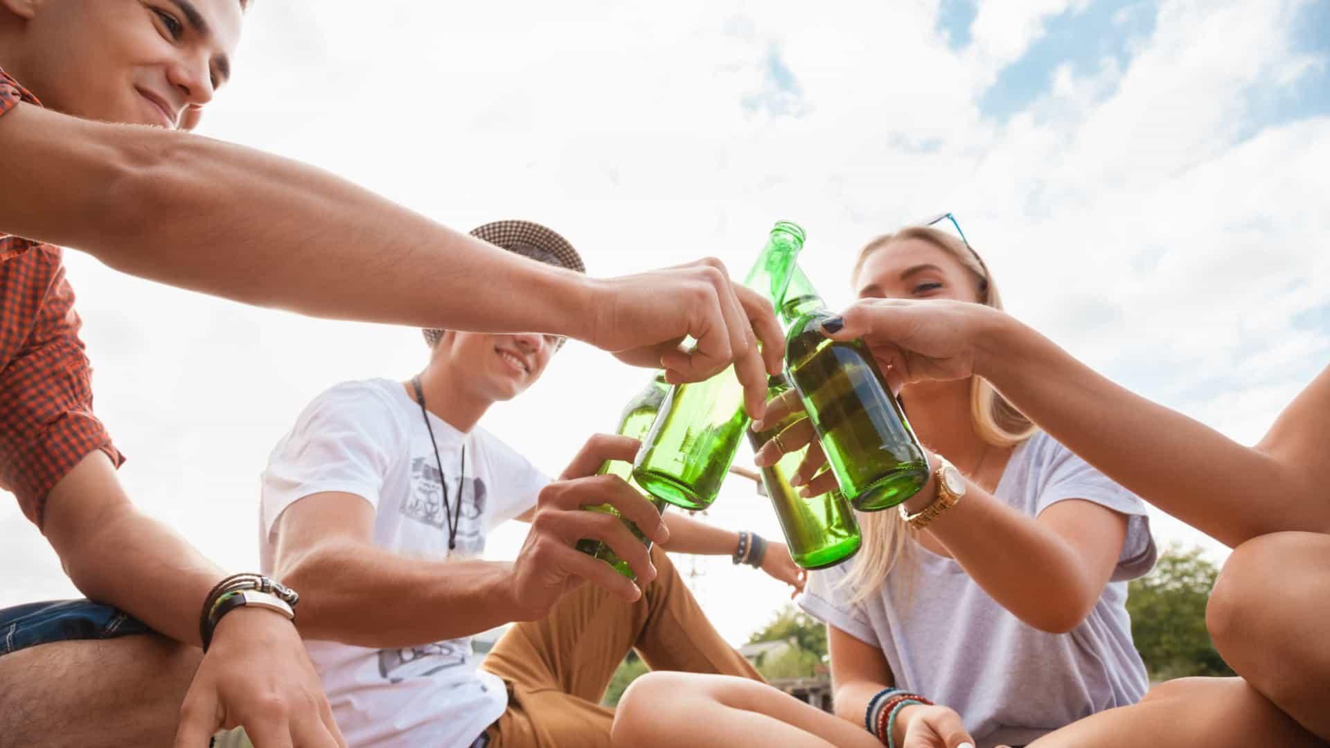 Beber álcool em excesso na adolescência modifica o cérebro 18