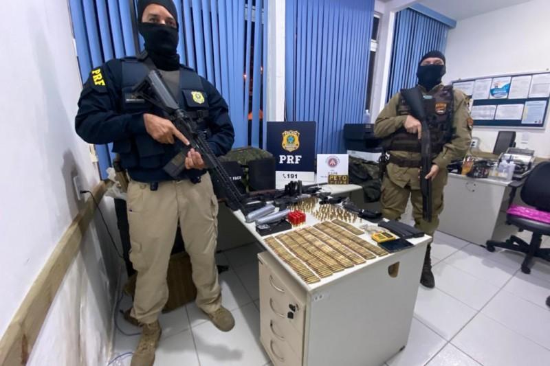 Suspeitos de assalto a banco são presos com arsenal bélico em Itabela 22