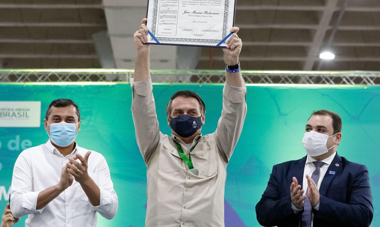 Bolsonaro inaugura etapa de centro de convenções em Manaus 20