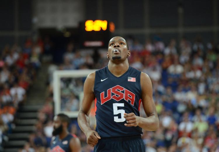 Astro da NBA, Kevin Durant é punido por liga em R$ 285 mil após insultos homofóbicos contra ator 18