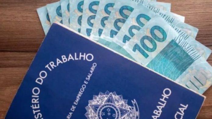 Bolsonaro autoriza redução ou suspensão de jornada por mais 120 dias 18