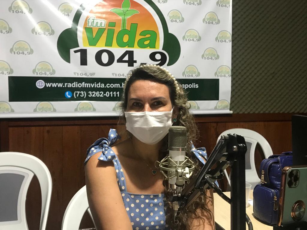Prefeita Cordélia Torres esclarece sobre a Policlínica Regional, em Eunápolis. 18