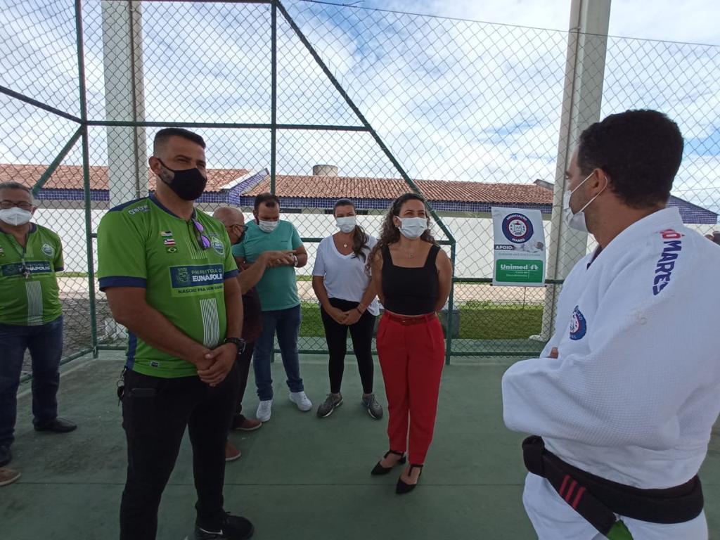Prefeita Cordélia visita alunos na primeira aula oficial de judô na Praça da Integração, em Eunápolis 24