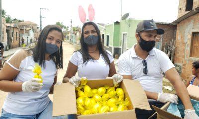 Cabelereiro distribui 1.000 ovos de páscoa para crianças carentes de Belmonte. 16