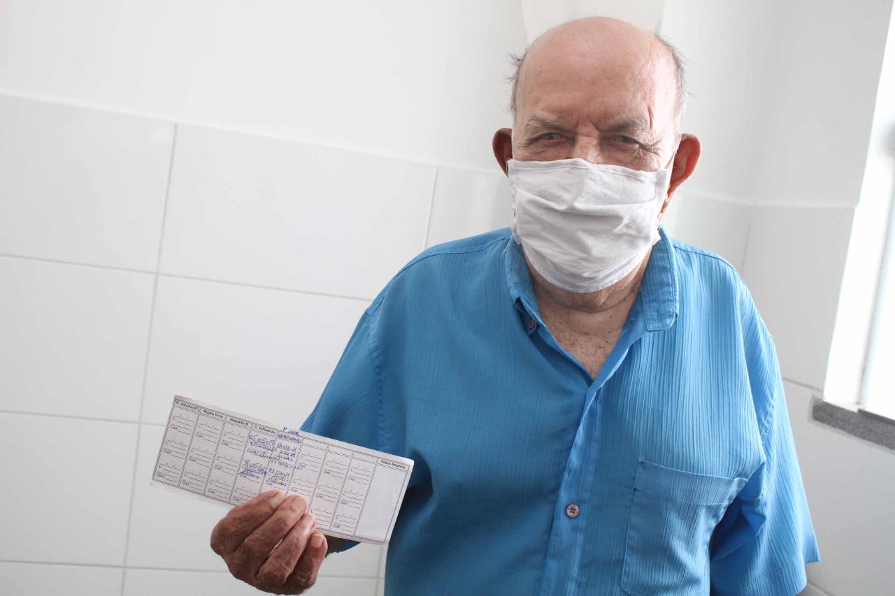 Atenção, idosos acima de 67 anos, amanhã, sexta-feira, 09 de abril, tem vacinação contra Covid 23