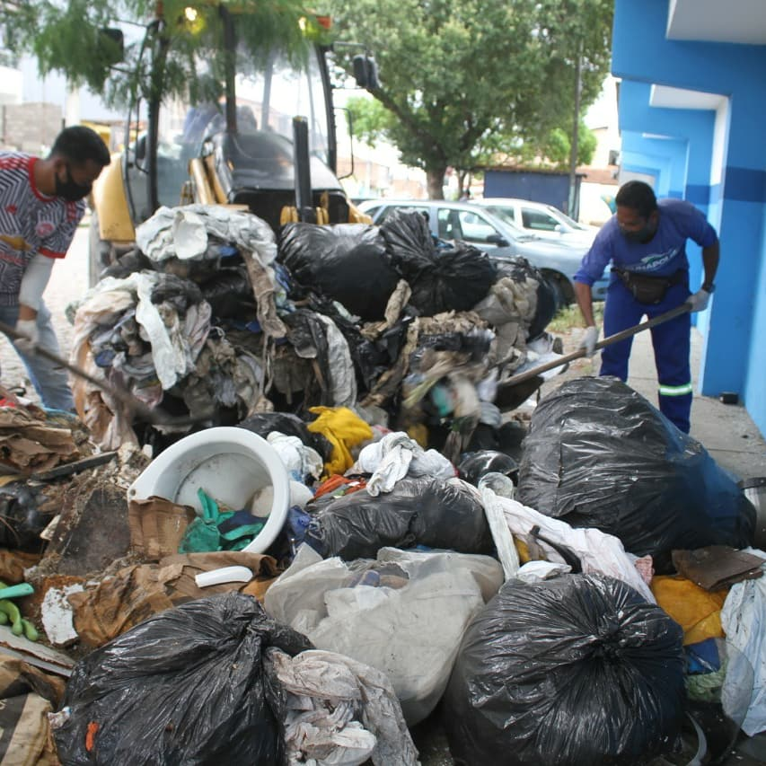 Polícia identifica dois suspeitos de descarte irregular de lixo em via pública 33
