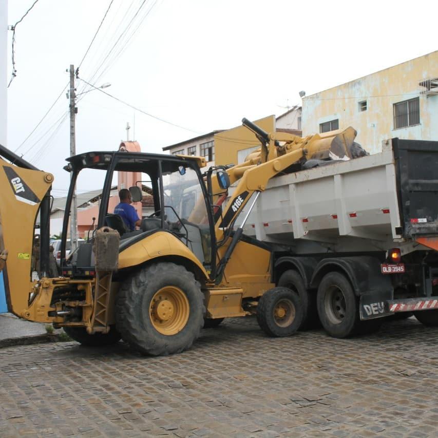 Polícia identifica dois suspeitos de descarte irregular de lixo em via pública 37