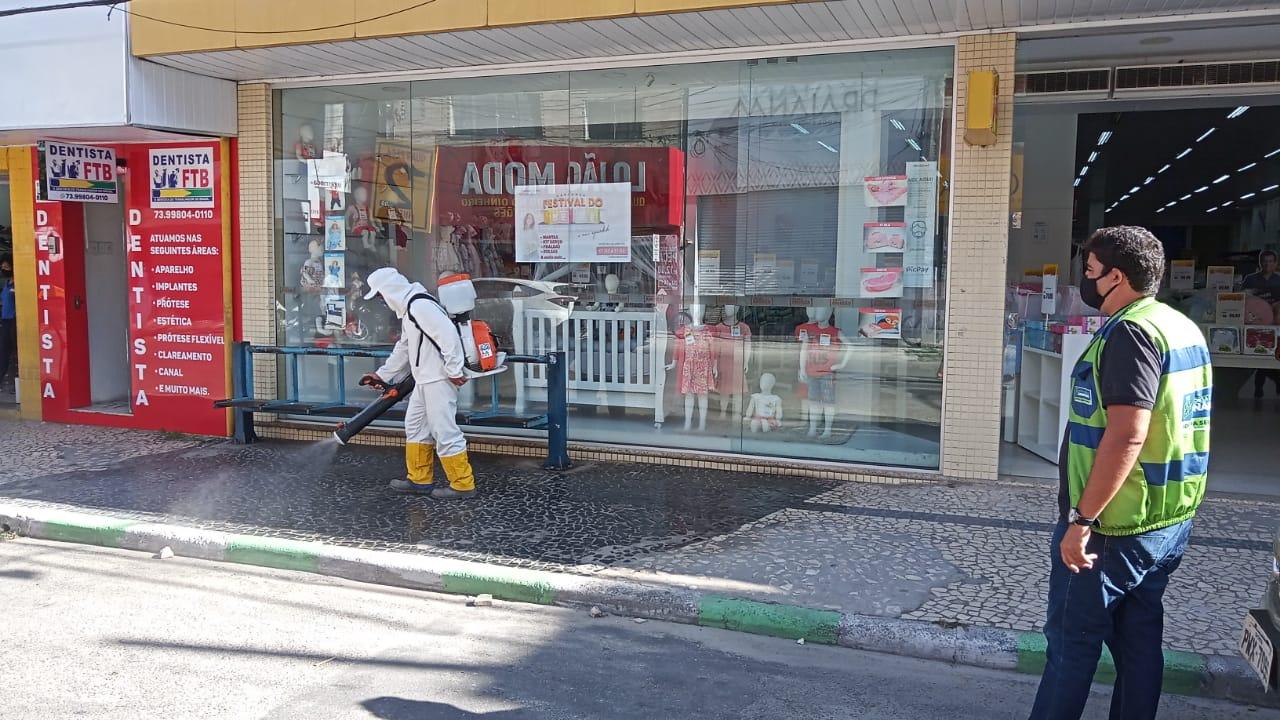 No combate ao coronavírus, ruas passam por desinfecção, em Eunápolis 27