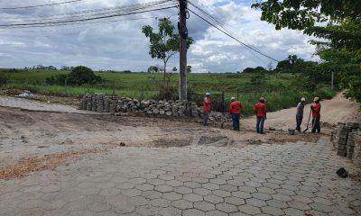 Prefeitura de Eunápolis recupera pavimentação no bairro Colonial. 7